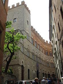 220px-Siena,_palazzo_chigi_saracini